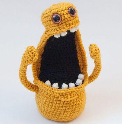 Fuente: http://crochetempire.tumblr.com/post/41138723455/adorable-bright-yellow-amigurumi-monster-named
