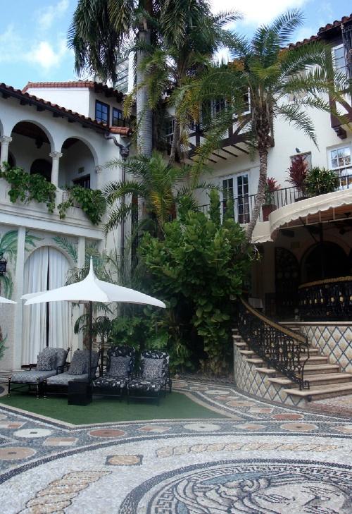 133 best versace maison miami images on pinterest for Versace mansion miami tour
