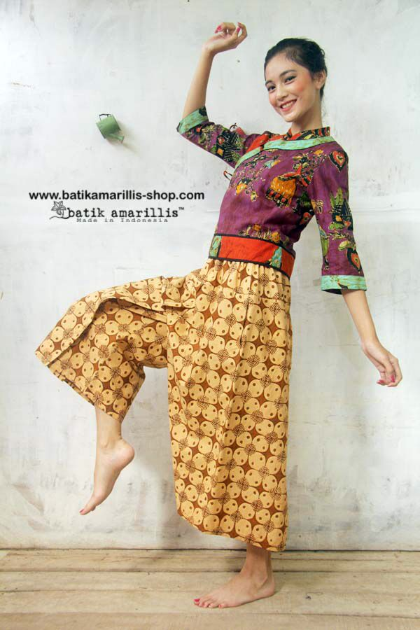 Batik Amarillis made in Indonesia Batik Amarillis's webstore : www.batikamarillis-shop.com Batik Amarillis's Joyluck jacket in hand drawn batik Wonogiren's Dutch folk art series,we work together with batik artisan and local talent to create and design new batik pattern and motifs which bring new beeeze and freshness :)