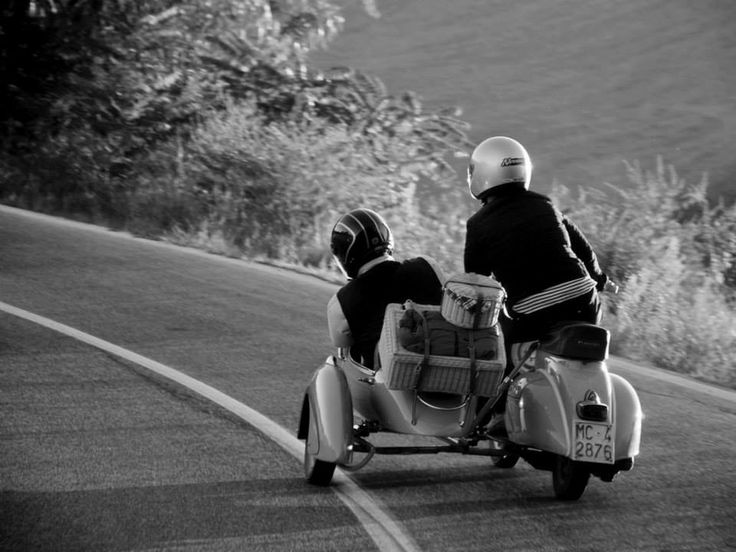 475  In Vespa per strade di campagna, Macerata, Marche (foto di Arianna Lanari)