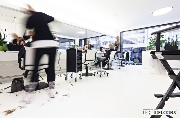 With a lot of passage and the need to clean multiple times a day, durability and ease of maintenance were two very important pillars in the search for suitable materials. These elements were both found in LiquidFloors' #flooring applications. ///   #gietvloer #whiteinteriors #hairdresser #coiffure #kapper #kapperszaak #interiordesign #interieur #liquidfloors
