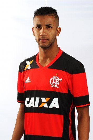 Jorge, lateral esquerdo e camisa 6 do Mais Querido (Flamengo Oficial).
