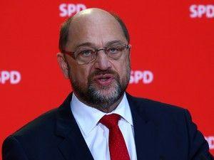 O líder do Partido Social-Democrata (SPD) da Alemanha, Martin Schulz, aceitou hoje participar em conversações para a formação de um governo, voltando atrás na posição que assumiu desde as legislativas de 24 de setembro. http://sicnoticias.sapo.pt/mundo/2017-11-24-Schulz-aceita-falar-com-Merkel-e-outros-partidos-sobreaformacaode-novogovernoalemao