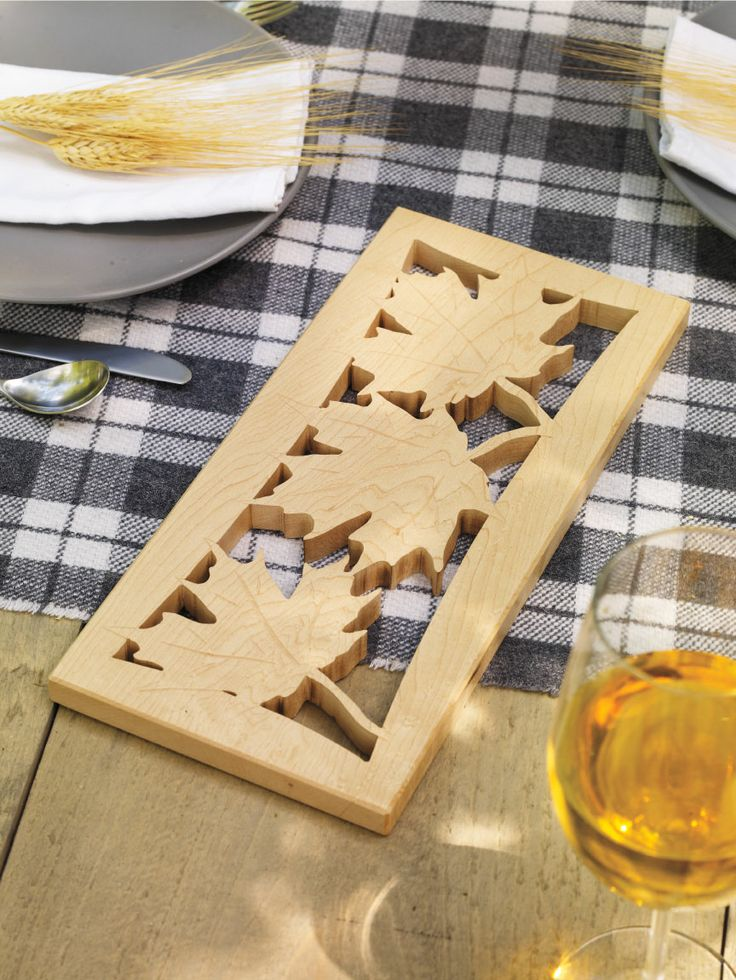 Combine the design of maple leaves with ample wood for a truly #Canadian trivet this #CanadaDay