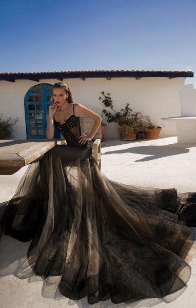 Vestido de fiesta con cuerpo estilo corsé en transparencia y espectacular falda en tul combinado en nude y negro. Imagen Galia Lahav