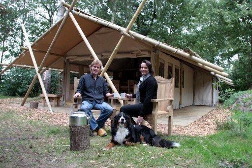 Is er een plek in Nederland waar je jezelf terug in tijd waant? De tijd van stoere ontdekkingsreizigers zoals bijvoorbeeld David Livingstone. Die plek bestaat echt. Verscholen achter houtwallen en te midden van typische Veluwse boerderijen ligt het Verborgen Verblijf! #origineelovernachten #officieelorigineel #reizen #origineel #overnachten #slapen #vakantie #opreis #travel #uniek #bijzonder #slapen #hotel #bedandbreakfast #hostel #camping