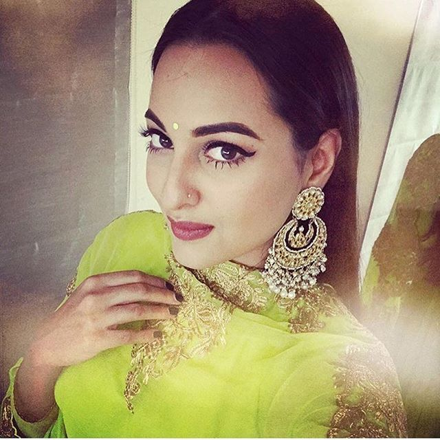 Lovely! Sonakshi Sinha is all set to rock the Pre-Diwali bash! @pinkvilla ❤