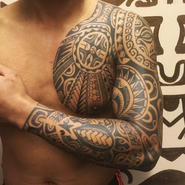 tatuaje maori, tatuaje de hombre para pecho y brazo entero, cabeza Tiki, punta de lanza y otros motivos polinesios #maoritattoosbrazo
