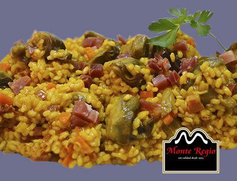 Paella mixta acompañada de taquitos de jamón serrano #MonteRegio ¡Ñam,Ñam!