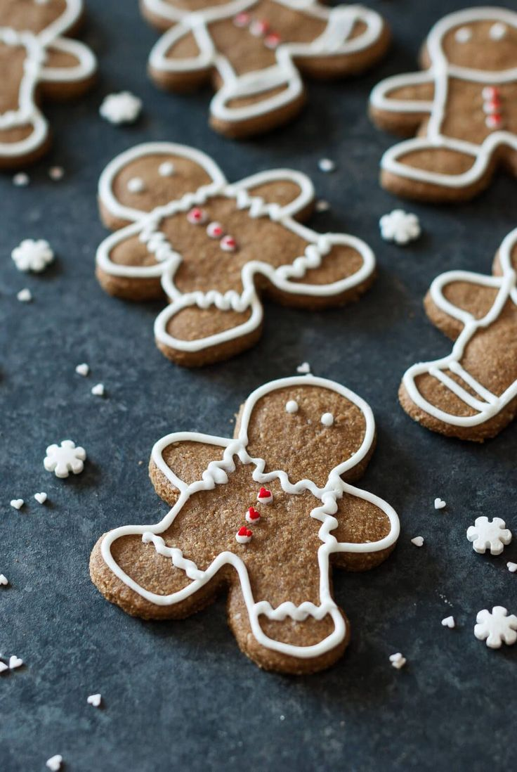 Paleo gingerbread cookies (shape biscuits for cookie cutters). 1 1/2 Cups Almond Flour 3/4 Cup Tapioca Flour 3/4 tsp Ground Ginger 1 tsp Ground Cinnamon 1/8 tsp Cloves 1/4 tsp Real Salt 3 Tbl Coconut Oil 2 1/2 tsp Maple Syrup 3 Tbl Molasses 1/2 tsp Vanilla