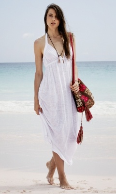 Love this boho beach look. Dean linen dress, Wayuu Taya bag, Club Monaco.
