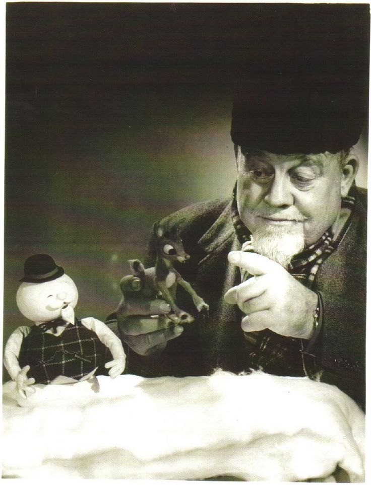 rudolph the red nosed reindeer - Burl Ives, the narrator with the puppets