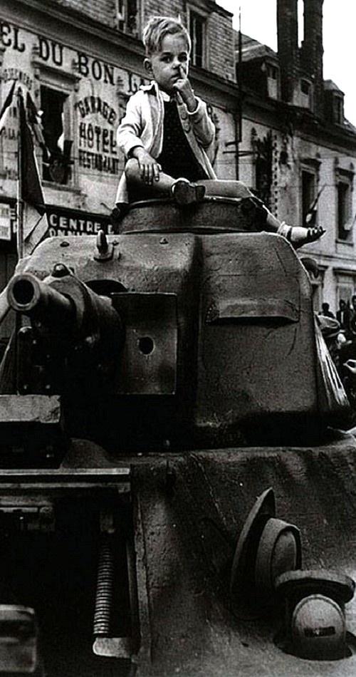 Paris 26 August 1944  Robert Capa