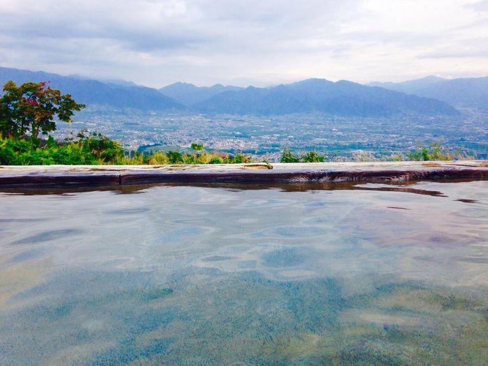 ドライブがてら行ってみて!「ほったらかし温泉」でやわらかなお湯と絶景を楽しもう   キナリノ