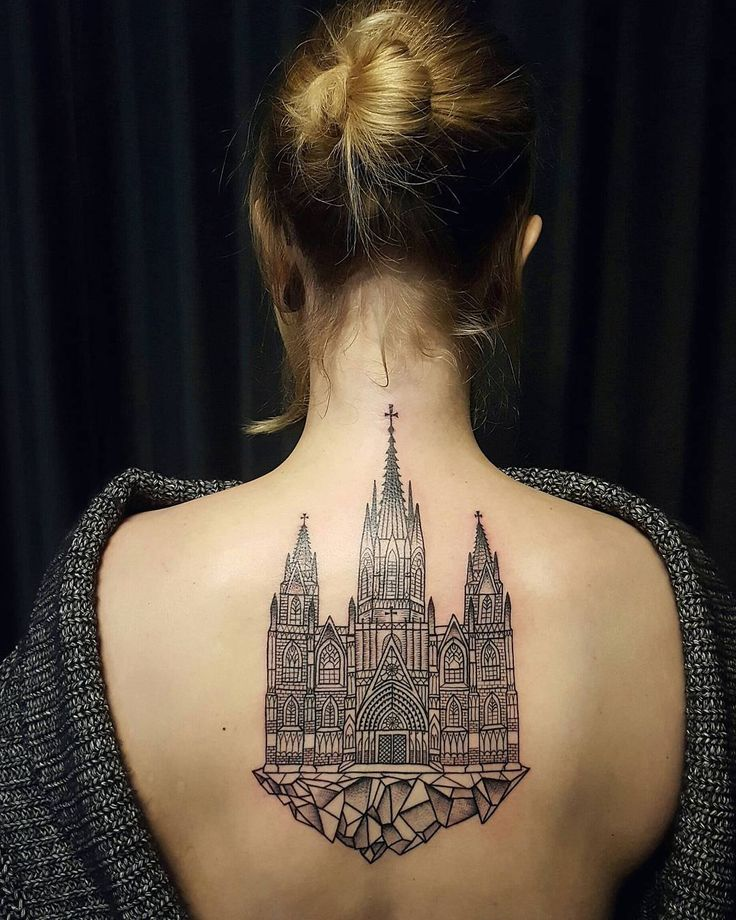 check out these amazing architecture tattoos, a representation on skin of iconic buildings, historical landmarks or cities skylines, the perfect way to pay tribute to your favorite place.