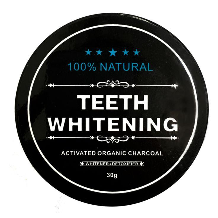 Tandblekning med aktivt kol garanterar dig naturligt vitare tänder. Detta tandblekningspulver är lättanvänt, naturligt och ekologiskt. Det svarta pulvret används genom att du doppar en fuktad tandborste i det och borstar dina tänder i mjuka, cirkulära rörelser i ett par minuter. Skölj därefter munnen noggrant och se omedelbart resultatet av skonsam och helfri tandblekning med kol.