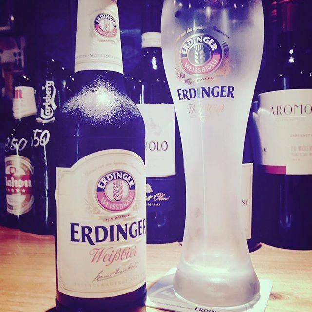 皆様こんばんは! なんばブタ86の飯田です(^ν^) 世界のビールメニューリニューアル♪ ご紹介第2弾です! ・エルディンガー ヴァイスビア(ドイツ) 850円(税抜) ドイツで一番売れている小麦ビールでございます🍺  是非お楽しみ下さい!  #ビアガーデン #ビアホール #居酒屋 #バル #飲み放題 #ビール #食べ放題 #ワイン #肉バル #スペアリブ #宴会 #コース #肉 #貸切 #難波 #駅近 #炭焼き #難波バル #肉料理 #クラフトビール #なんば #座裏
