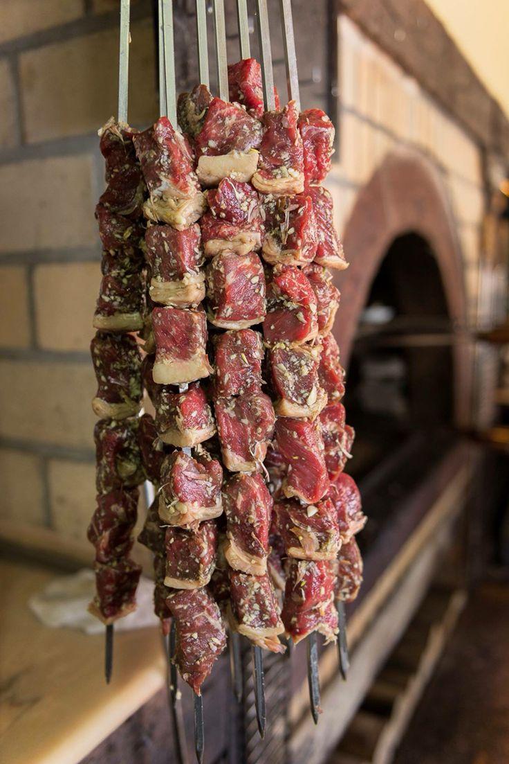 Madeira's famous espetada. Espetadu určitě stojí zato ochutnat - ideálně někde na místní slavnosti, kde vám ji připraví řezník na eukalyptový klacek a upeče na eukalyptovem ohni.........mnam