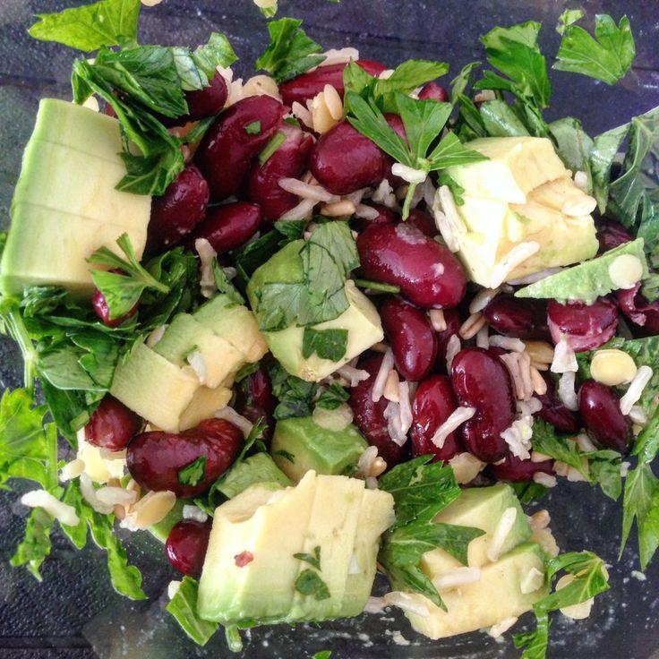Salata cu Fasole Neagra si Avocado