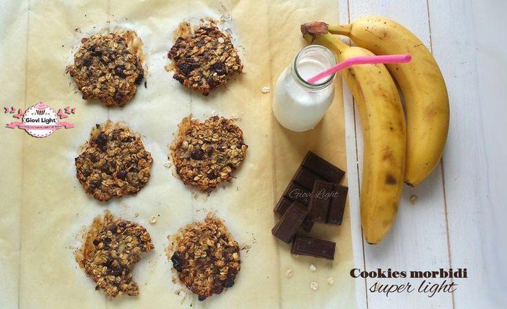 Cookies morbidi super light, semplicissimi e buonissimi, senza latte, senza farina, senza lievito, senza grassi e senza uova! Uno tira l'altro!!