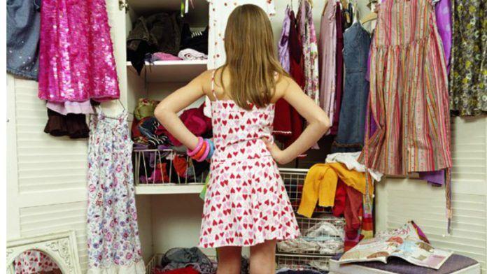 Секреты Модного Гардероба — чем же стоит пополнить свою коллекцию нарядов, чтобы быть в тренде? Мы собрали для вас информацию о главных веяниях в мире модной одежды. Здесь и джинсы, и строгие жакеты, и кокетливый розовый, и скромный хаки. В общем, наряд по душе сможет подобрать каждая.