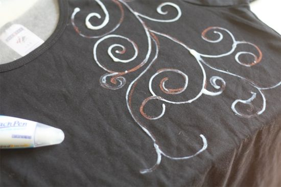 I'm so trying this on some of my old t-shirts I was going to toss.  Bleach Pen Tshirt