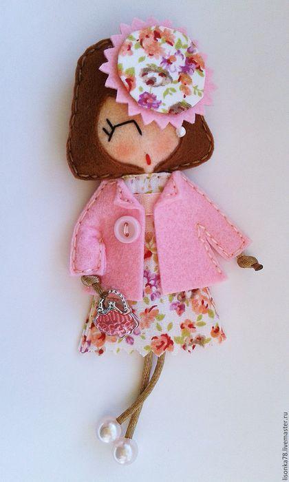 Купить Брошь-куколка из фетра - разноцветный, брошка куколка, брошки из фетра, брошки на заказ