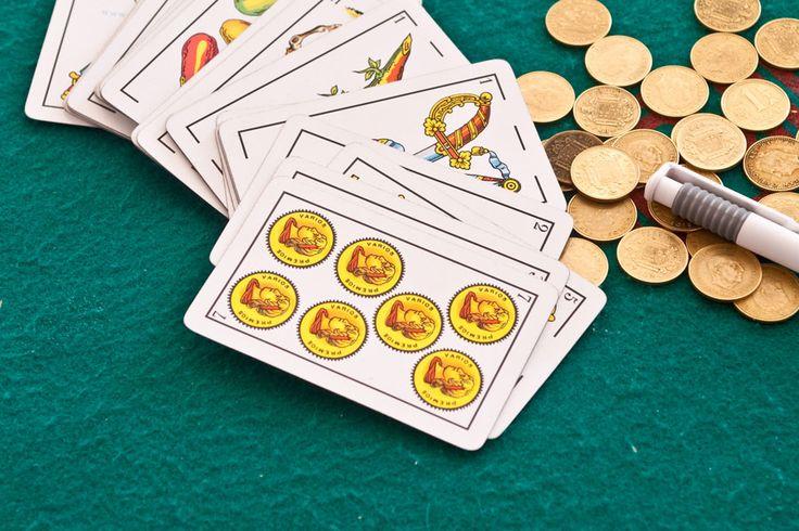 El Truco es un juego de naipes muy divertido. Se necesitan horas de experiencia para poder conocerlo y jugar con inteligencia. Te contamos los aspectos básicos para aprender a jugar al Truco.