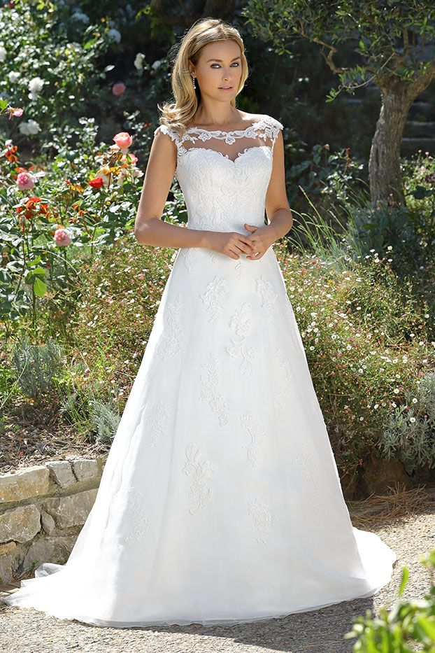 Wedding Dresses By Ladybird Bridal Are Stylish Affordable And Have The Perfect Fit Also Plussize Sizes Vintage Bohemian