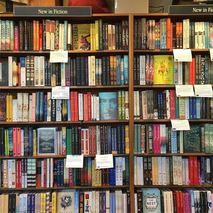 Yeni kitaplar bolumunde boyle aciklamalar yazan kitapci bulunca cosmak #kitapci #kitap #libro #cambridge #harvardbookstore