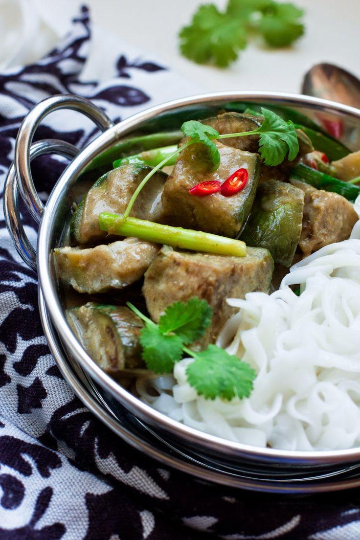 Zielone curry z tajskich bakłażanów #gryz #MagazynGRYZ