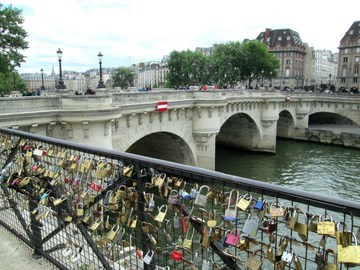 #PontNeuf et #cadenas des amoureux à Paris
