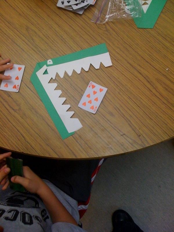 Overloop per twee. Groter dan of kleiner ? Laat de krokodil het grootste getal opeten. Controleer elkaar!