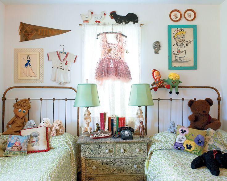 eclectic cuteness: Irons Beds, Kids Bedrooms, Kids Spaces, Children Bedrooms, Shared Rooms, Twin Beds, Shared Bedrooms, Girls Rooms, Kids Rooms