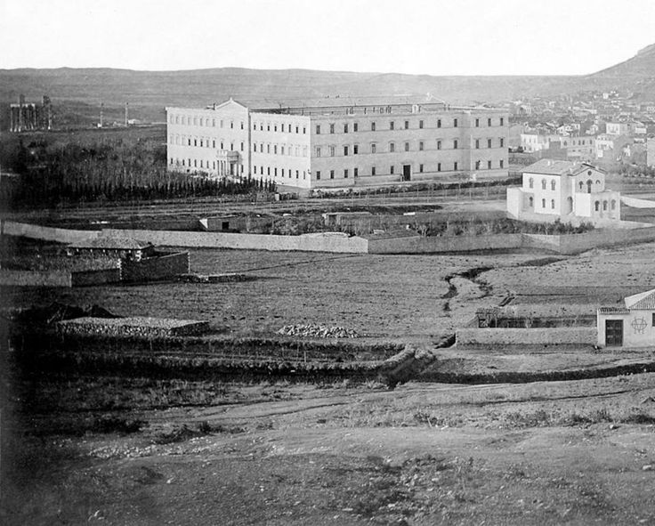 James Robertson, 1853-55, Αθήνα, στάνες και βοσκοτόπια στο Κολωνάκι με φόντο τα Ανάκτορα και τους Στύλους του Ολυμπίου Διός [λεπτομέρεια].