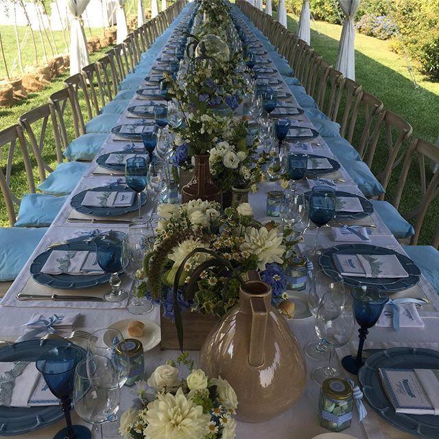 Pazzo per il carta da zucchero sopratutto mescolato al toupe... Bouquet di camomilla, cestini di rosmarino e tovagliette di lino grezzo. Country si ma chic! #enzomiccio #event #specialevent #weddingplanner #weddingdesigner #tabledesigner #flowerdecoration #tablesetting #events #topwedding #specialwedding #flowers #matrimonio #sposa #bridal #magic #atmosphere #elegance