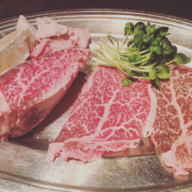 一人前100g位のお肉がつくコースがほとんどですが、少なめご希望のお客様の為のコースも通常の70%の量でご用意しております! スタッフにお気軽にお尋ねくださいませ。  #肉 #肉料理 #名古屋栄  #錦 #錦三 #錦三丁目 #元祖ステーキパフォーマンス  #神戸牛 #神戸ビーフ #シャカ  #ステーキハウスシャカ #黒毛和牛