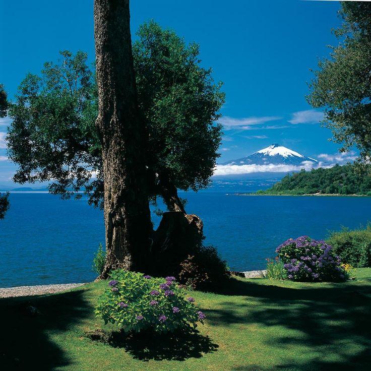 Lago Villarrica y el volcán del mismo nombre, ubicados en la Novena Región de Chile.