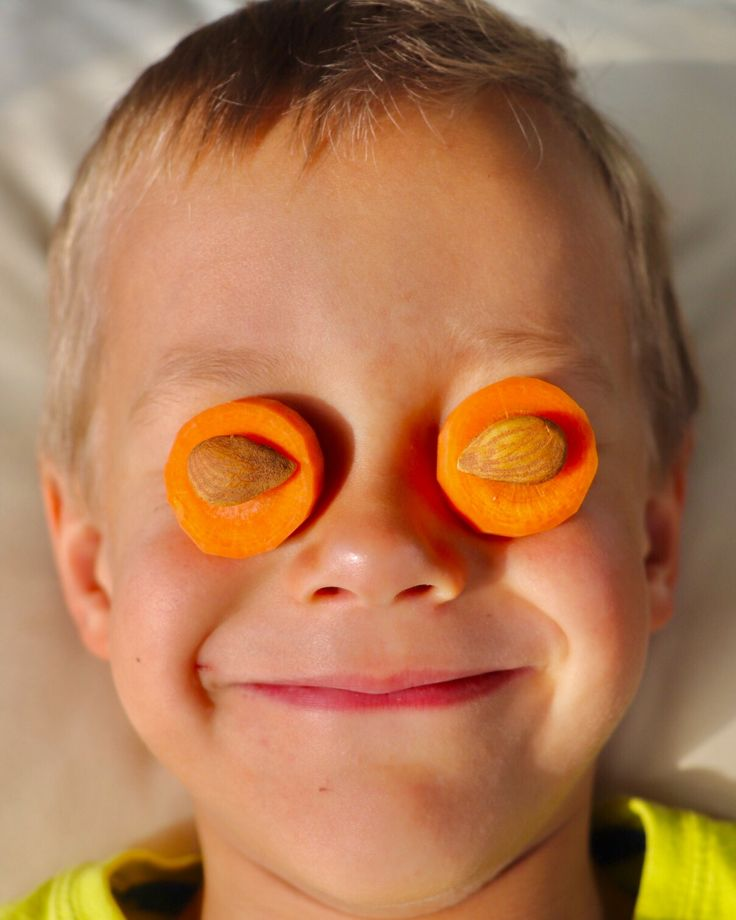 """Our moms always used to tell us: """"eat carrots, they're good for your eyes"""". But little we know that vitamin A (that's so good not only for eyes) is a fat-soluble vitamin! Which means if you eat carrots without any fat source, your eyes don't really profit, only your gut does. Good news is: a small amount of fat containing food is enough. So next time you grab a carrot to snack, don't forget to grab a handfull of nuts too!"""