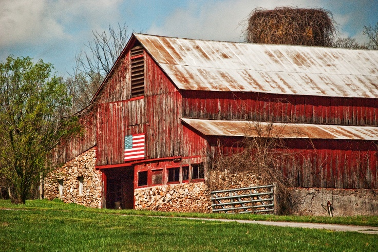 OK--the Ozarks aren't exactly the Prairie...but they are on the edge. This awesome barn is on the road to Fantastic Caverns in Springfield, MO