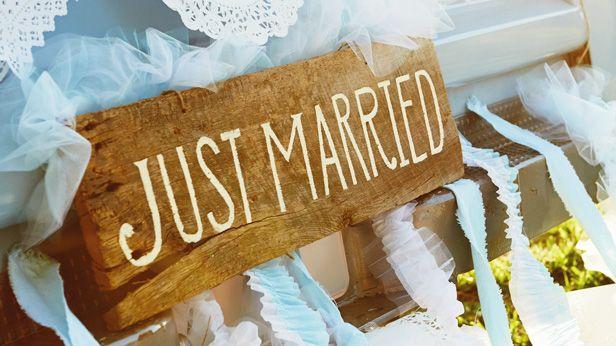 Hallmark Wedding Anniversary Gifts: Best 25+ Anniversary Traditions Ideas On Pinterest