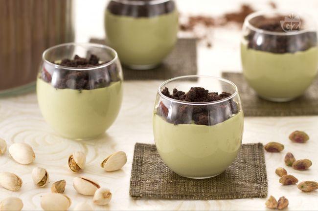 Il cremoso al pistacchio è un dessert dalla consistenza irresistibile: il sapore dolce del pistacchio viene esaltato dalla nota amara del crumble!