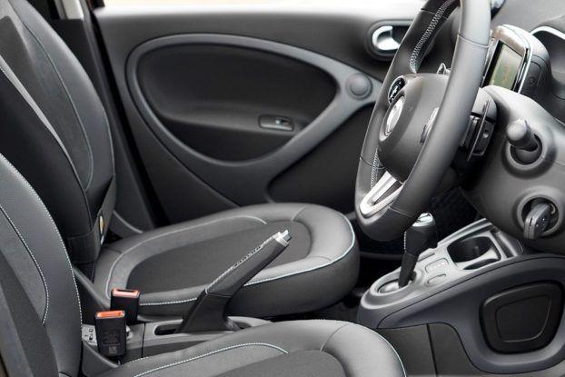 Walczycie z brudnymi fotelami w samochodzie? Oto przepis na genialną miksturę z... wody gazowanej! | LikeMag | We Like You