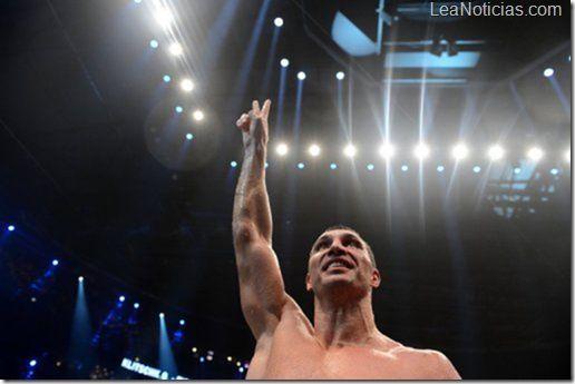 Ensalada de pollo noqueó al campeón de boxeo de pesos pesados Klitschko - http://www.leanoticias.com/2012/11/28/ensalada-de-pollo-noqueo-al-campeon-de-boxeo-de-pesos-pesados-klitschko/