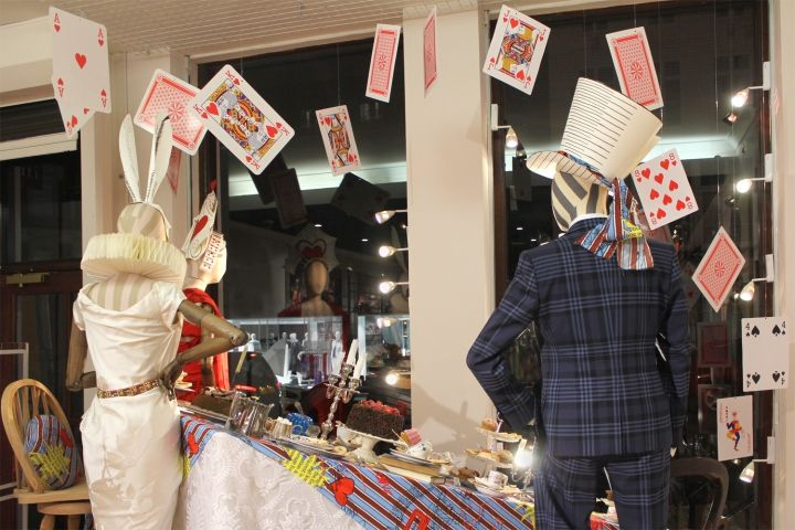 Vivienne Westwood Alice's Adventures in Wonderland Windows by StudioXAG, London – UK » Retail Design Blog