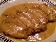 L'arista di maiale al latte è un secondo piatto tenerissimo, gustoso e davvero semplice da preparare per ogni occasione