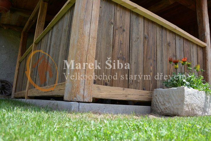 zábradlí ze starého dřeva