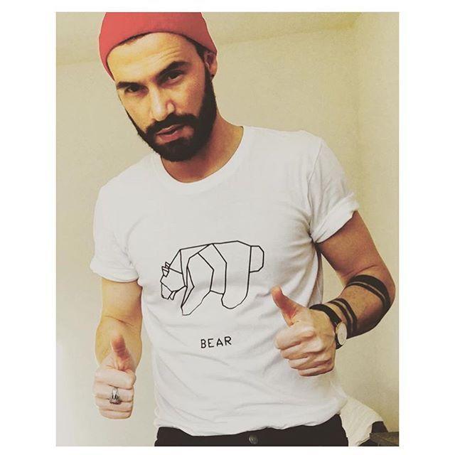 #selfie #mensfashion #animalorigami #origami #polarbear #bear #beard #orso #handmade #etsyshop #etsy#urbanfashion #urbanwear #mensfashion #menswear#fashionblogger #outfitoftheday #urbanlife #trendy#menstyle #strettstyle #fashionstyle #designedshirt #de_sign_ed_shirt #christmasgift