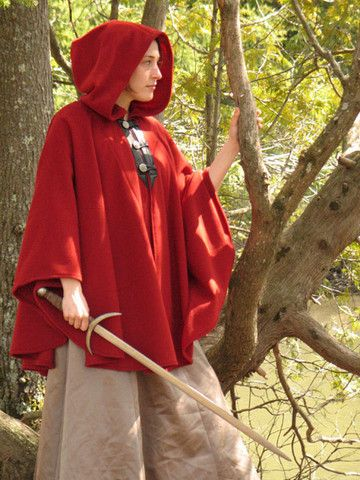 cape with sleeves, hood and 3 buttons on leather reinforcement on front
