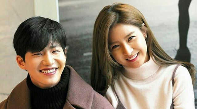 Sweety smile when together  @Regrann from @iamasolimer -  A couple Interview..woohoo~ please anticipate  . @jaelim_song & @socun89 in our gab  soon . #金素恩  #김소은  #kimsoeun  #songjaerim#songjaelim #송재림 #ソンジェリム  #宋再临  #우리갑순이 #ourgabsoon #actor #actress #model #wegotmarried #korean #interview  Credit @solimfinity & naver - #regrann